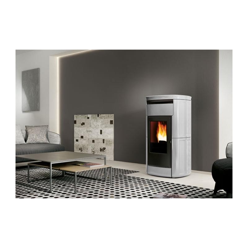 d couvrez le po le granul s edilkamin kira sur po le et ambiance. Black Bedroom Furniture Sets. Home Design Ideas
