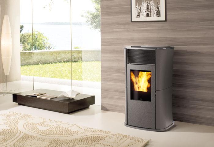 chauffez rus avec le po le edikamin mya eco acier sur po le et ambiance. Black Bedroom Furniture Sets. Home Design Ideas